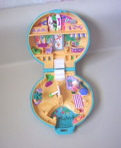 Polly Pockets. I had this exact one! Too bad they don't make these anymore. Now they're huge.