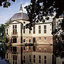 Landhuis Trompenburg    De restauratie van het corps de logis van het landhuis Trompenburg in 's-Graveland was een bijzondere opgave. Dit buiten van admiraal Cornelis Tromp is gebouwd in 1678, en door legatering in handen van de staat der Nederlanden gekomen. Onderdeel van het huis is een achthoekige koepelzaal, die, evenals de rest van het interieur, beschilderd is met een uitvoerig iconografisch programma, dat uniek is voor ons land.