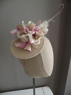 Los Tocados de Violette: Tocados Fascinator Diy, Fascinators, Headpieces, Parisienne Chic, Tea Party Hats, Millinery Hats, Diy Hat, Fancy Hats, Love Hat