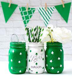 Mason Jar Crafts for St. Patrick's Day: Painted Shamrock Mason Jars