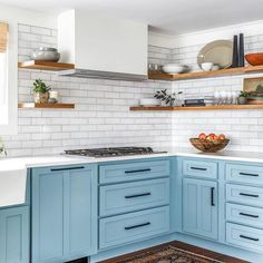 Vital Pieces of Modern Deco Kitchen - untoldhouse Beautiful Kitchen Designs, Modern Kitchen Design, Beautiful Kitchens, Beautiful Interiors, Kitchen Paint Colors, Painting Kitchen Cabinets, Old Kitchen, Wooden Kitchen, Kitchen Counters