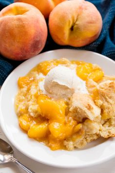 This Old Fashioned Peach Cobbler has the perfect sweet biscuit crust on top. People go crazy after this old fashioned, from scratch recipe and you will too! Cobbler Crust, Fruit Cobbler, Fruit Recipes, Sweet Recipes, Dessert Recipes, Dessert Ideas, Fruit Ideas, Yummy Recipes, Gourmet