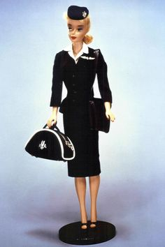 Mattel produced an American Airlines Flight Attendant Barbie, complete with full traditional attire - Fashion Galleries Barbie I, Vintage Barbie Dolls, Barbie World, Barbie Clothes, Barbie Plane, Vintage Toys, Beautiful Outfits, Cool Outfits, Barbie Collection