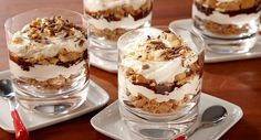 Guests customize their very own layered s'mores-inspired desserts, starting with a fluffy Vanilla Marshmallow Creme. In this classic version, we've layered crushed graham crackers with chocolate sauce. Mini Desserts, Summer Desserts, Just Desserts, Delicious Desserts, Dessert Recipes, Yummy Food, Homemade Desserts, Party Recipes, Chocolate Desserts