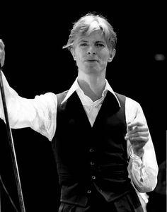 Image about in David (Ziggy, Starman, My God of Space Oddity) Bowie by Lucero Salazar David Bowie, David Garrett, David Jones, Ziggy Played Guitar, Station To Station, The Thin White Duke, Harry Clarke, Major Tom, Iggy Pop