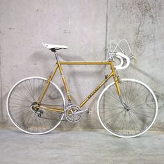 Mon Peugeot ps10 gold Vintage Bike Parts, Velo Vintage, Vintage Bikes, Peugeot Bike, Classic Road Bike, Retro Bicycle, Cycling Shoes, Road Bikes, Racing
