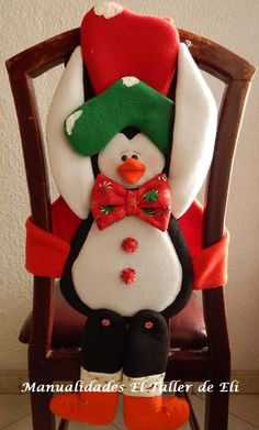 Cubresillas navideño patas largas. Manualidades El Taller de Eli. Snowman Crafts, Diy And Crafts, Christmas Crafts, Christmas Decorations, Holiday Decor, Christmas Snowman, Christmas Stockings, Ideas Para, Maya