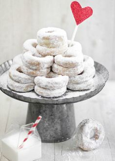DIY how-to recipe wedding cake alternative donuts tower