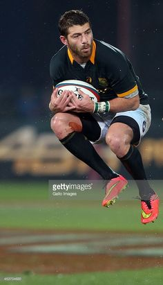 Willie le Roux of South Africa during The Castle Rugby Championship match between South Africa. Springbok Rugby Players, Rugby Championship, Scrapbook Photos, Rugby Men, Beefy Men, Rugby World Cup, Athletics, Hot Men, South Africa