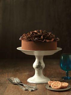 まるで花びらのようなデコレーションのチョコレートケーキ|Sweets Cake Life-スウェイーツ・ケーキライフ-