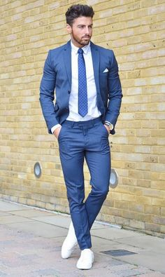 Rowan row suit and tie, men dress, suits and sneakers, sneakers fashion, Mode Masculine, Mens Fashion Suits, Mens Suits, Mens Casual Suits, Terno Casual, Suits And Sneakers, Shoes Sneakers, Sneakers Style, White Sneakers