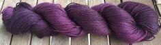 Laine teinte à la main - Pourpres dans le noir - Baby Alpaga/Soie 4 ply Fingering 100gr : Mercerie par purplerainbowyarns