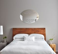 Oválne ozdobné zrkadlo so vzorom Bed, Furniture, Home Decor, Decoration Home, Stream Bed, Room Decor, Home Furnishings, Beds, Home Interior Design