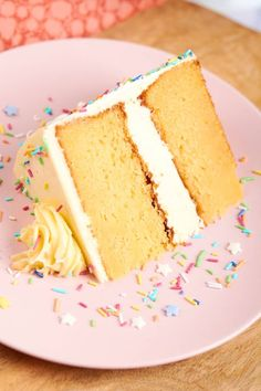 Keto Birthday Cake Recipe- the BEST low carb birthday cake that is fluffy,. moist and just like a classic yellow cake! No grains, sugar free and dairy free. An easy keto friendly vanilla birthday cake. Dairy Free Birthday Cake, Keto Birthday Cake, Diabetic Birthday Cakes, Best Birthday Cake Recipe, Healthy Birthday, Birthday Desserts, Birthday Parties, Low Carb Sweets, Low Carb Desserts