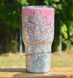 We'd feel like royalty drinking from this gorgeous glitter yeti! Diy Tumblers, Custom Tumblers, Glitter Tumblers, Personalized Tumblers, Vinyl Crafts, Vinyl Projects, Glitter Projects, Glitter Crafts, Tumblr Cup