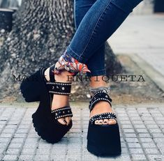 Zapatos para salir layered haircut styles for medium hair - Medium Style Haircuts Zapatos Shoes, Shoes Heels, Summer Fashion Trends, Trendy Fashion, Shoe Nails, Chunky Shoes, Flatform, Teen Winter Outfits, Bodysuit Fashion