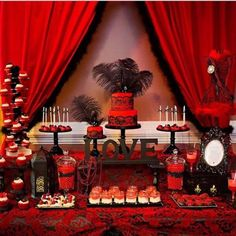 'HOT' Red But would use pink instead of red and Black Bridal Shower Dessert Table Buffet Dessert, Deco Buffet, Dessert Tables, Bar Tables, Casino Party, Party Ideas, Table Baroque, Black Dessert, Hollywood Party