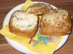 Syrová bomba v žemli Breakfast Recipes, Muffin, Pizza, Dinner, Fit, Ideas, Pump, Dining, Shape