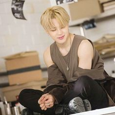"""""""Oh my little baby is so cute!"""" ------- Park Jimin is a 15 year old hybrid who is a little. Jimin has been living in an adoption center his whole life, ever si. Taehyung, Namjoon, Park Ji Min, Bts Jimin, Bts Bangtan Boy, Billboard Music Awards, Yoonmin, Foto Bts, Jikook"""