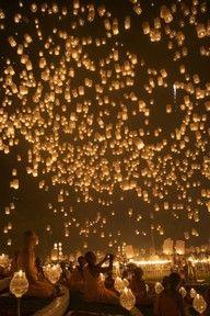 floating lanterns in Thiland... im sold.