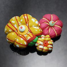 Toubab-paris-bijoux-ethniques-createurs-africains-broche-3-fleurs-en-tissu-wax-fantaisie-madame-rose.