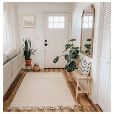Living Room Sets, Rugs In Living Room, Home And Living, Living Room Designs, Modern Living, Narrow Living Room, Living Room Bench, Cozy Living, Home Decor Inspiration