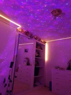 Neon Bedroom, Cute Bedroom Decor, Room Design Bedroom, Bedroom Decor For Teen Girls, Teen Room Decor, Room Ideas Bedroom, Chill Room, Cozy Room, Pinterest Room Decor