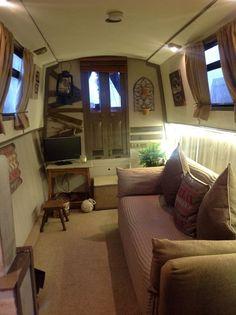 Creative Cozy Caravan/RV/Boat Interior Design Ideas - napier news Canal Boat Interior, Canal Barge, Narrowboat Interiors, Houseboat Living, Houseboat Ideas, Chula, Tiny House Movement, Rustic Design, Caravan