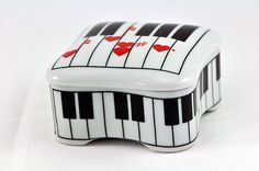Vintage 1980 Love Song Porcelain Music Trinket Box by SharonTalson
