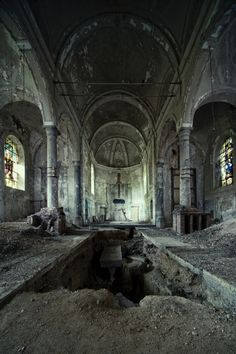 The Gravestone Church. Photo taken Oct. Old Abandoned Buildings, Abandoned Mansions, Old Buildings, Abandoned Places, Scary Places, Haunted Places, Great Places, Places To See, Beautiful Ruins