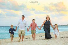 www.photosmilephotos.com | Lidia Grosso Photography |  Family beach portraits Cancun, Cancun photographer, sunset photo shoots Cancun, family vacation photos.