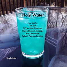 Image may contain: drink and indoor, possible text that says 'Holy Water loz Vodka loz Rum Blue Curacao Peach Schnapps Lemonade Splash Pineapple Juice Tipsy Bartender' Party Drinks Alcohol, Liquor Drinks, Cocktail Drinks, Alcoholic Beverages, Pool Drinks, Alcholic Drinks, Blue Curacao, Curacao Drink, Slushies