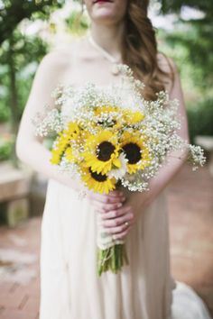 Sunflowers take the spotlight! This is a great example of using sunflowers as a focal flower, and filling in with baby's breath and daisies for a complete look. Shop sunflowers, baby's breath, and daisies year-round at GrowersBox.com!