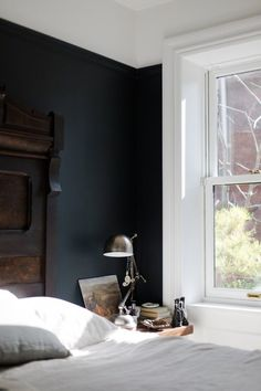 Stylish Black Accent Walls Bedrooms Ideas 16 3 - Home Interior and Design Black Rooms, Bedroom Black, Large Bedroom, Dark Blue Bedroom Walls, Charcoal Bedroom, Charcoal Walls, Serene Bedroom, Trendy Bedroom, Black Accent Walls