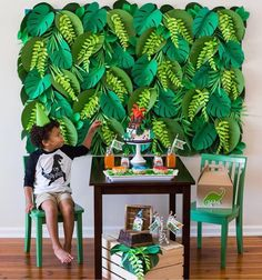 Mini table Dinossauro fofa 🦕amei o painel com folhagem de papel, lindo! They're sized just for kids and crafted of dense hardwood with a smooth, fine grain that makes them durable and easy to clean. Jungle Theme Parties, Jungle Theme Birthday, Dinosaur Birthday Party, Safari Party, Hawaiian Party Decorations, Birthday Party Decorations, Jungle Theme Decorations, Theme Bapteme, Festa Jurassic Park