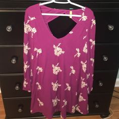 Free People Dress Free People flowy dress! Popular style with a small cut out of the back of dress ( pictured) gorgeous purple color! Only worn once! Free People Dresses