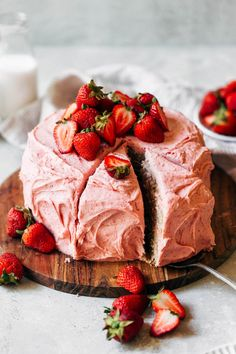This strawberry cake gets its flavor from fresh strawberries! It's soft and moist, with a flavorful strawberry cream cheese frosting. It's so easy to make and tastes way better than any strawberry box mix. #strawberrycake #strawberries #cake #butternutbakery | butternutbakeryblog.com Köstliche Desserts, Delicious Desserts, Yummy Food, Baking Recipes, Cake Recipes, Dessert Recipes, Tofu Recipes, Roast Recipes, Noodle Recipes