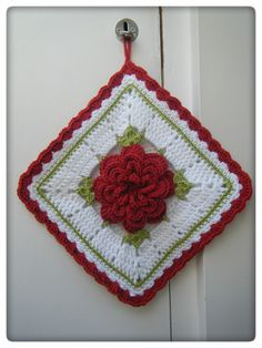 Betsy Makes ....: Crochet Gifts - Oh this is beautiful.  My grandma made some many years ago.  I would love to make one like yours.  Can you figure out the pattern?