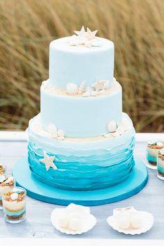 Beach Wedding Cake from Nancy Cake - Im Hochzeitsfieber and Christina Eduard Pho. Beach Wedding Ca Ocean Cakes, Beach Cakes, Beach Wedding Reception, Beach Wedding Decorations, Beach Themed Wedding Cakes, Table Decorations, Destination Weddings, Beach Themed Weddings, Wedding Ideas