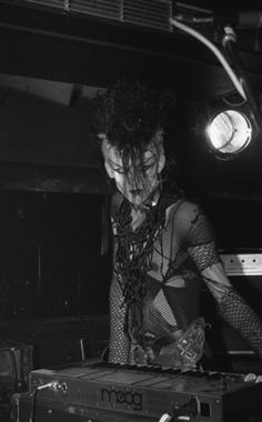 Johnny Slut performing with Specimen at the Batcave on (Amazing photo by Mick Mercer) 80s Goth, Punk Goth, Goth Men, Vintage Goth, Victorian Goth, American Horror Story Costumes, Goth Bands, Black Planet, Goth Music