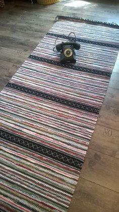 Picnic Blanket, Outdoor Blanket, Rag Rugs, Types Of Flooring, Rug Store, Tear, Indoor Outdoor Rugs, Woven Rug, Rug Making
