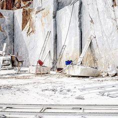 Cos 'a sn'fian, d' sti Monti #cave #marble #carrara #tuscany #work #industrial #white #metal #manumarra #picoftheday #igersitalia #marmo #istagood #istagram #photography #reportage #photo #photooftheday #landscape #art #tbt #followme #summer #nature #Amazing #bestoftheday #sun #instamood #sculpture #creative