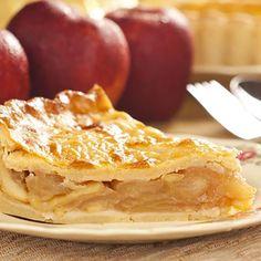 Dans un grand bol, déposer les pommes et ajouter la farine, la cassonade, la cannelle et la muscade en mélangeant...