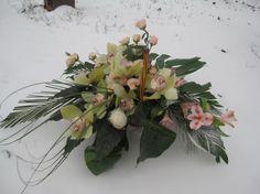 #Coș cu #flori de #orhidee și #trandafiri - #Livrare în #Chișinău, Moldova