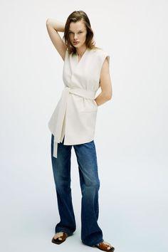 High Street Fashion, Street Style, Zara Outfit, Norma Kamali, Quilted Vest, Spring Trends, Zara Women, Wide Leg Jeans, Knitwear