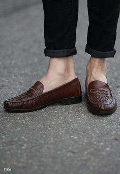bd42be4a444 Vintage 80s Basket Weave Leather LOAFERS . Mens Slip On Brown Woven Moccasins  Retro 1980s Shoes . Size Us mens 9.5