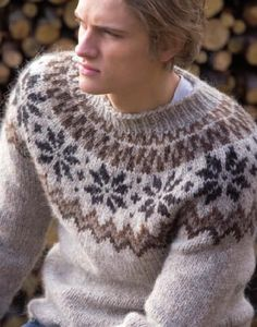 from Islandsk strikk Icelandic Sweaters, Wool Sweaters, Fair Isle Pullover, Country Attire, Fair Isle Knitting, Professional Outfits, Knitwear, Knit Crochet, Knitting Patterns