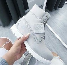 Image de timberland, grey, and shoes | Pinterest: @shontelly101 (for more inspirations! Hair, beauty, celebrities, styles, accessories, sneakers/shoes)