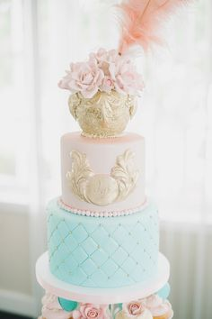 Marie Antoinette inspired wedding cake ~ Photography: Times and Paper