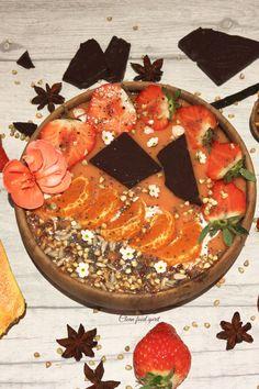 Super foods, vegan dairy free smoothie bowl | Papaya, mango, banana, strawberry, raw dark chocolate